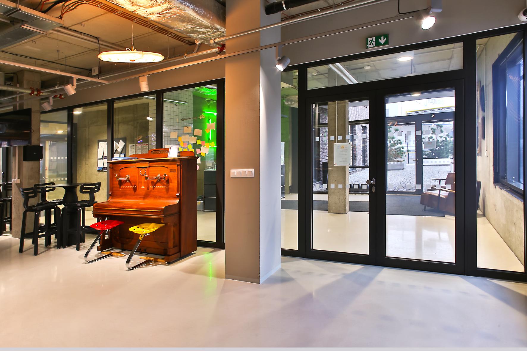 Protipožiarne a transparentné riešenie priečok v interiéri