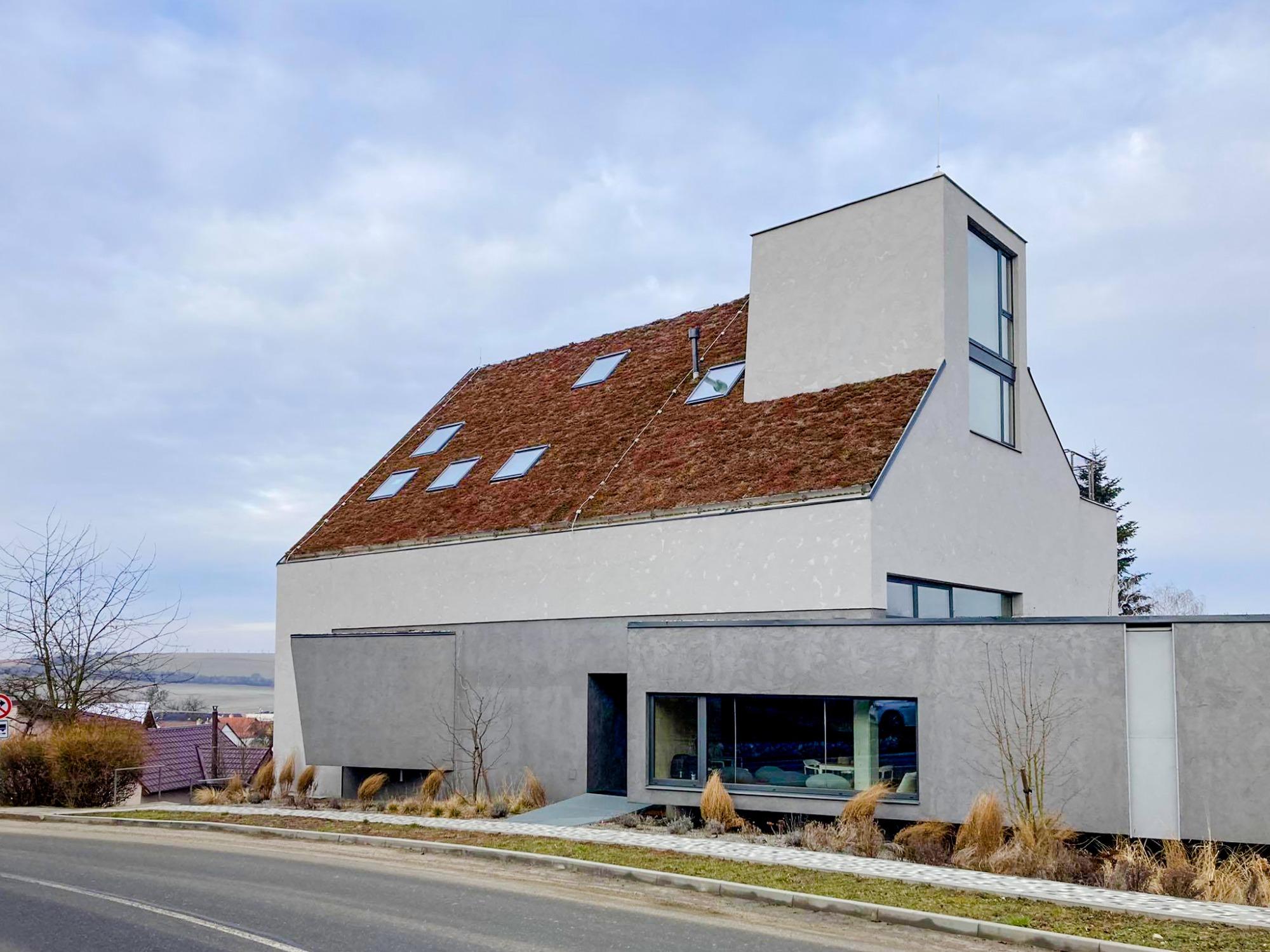 Zelená střecha nemusí být jen rovná