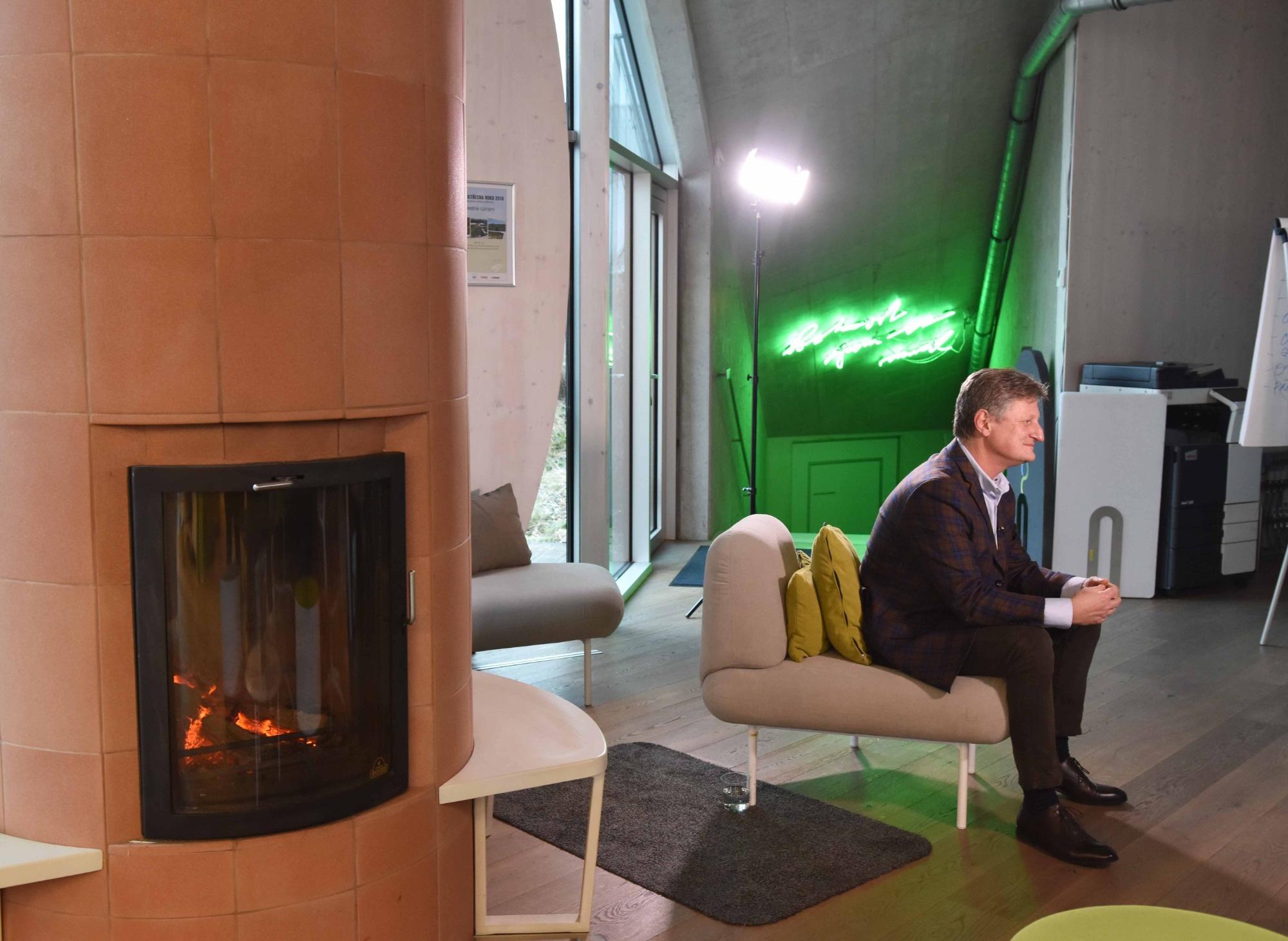 Revolučná zelená hala spoločnosti LIKO-S v magazíne Víkend
