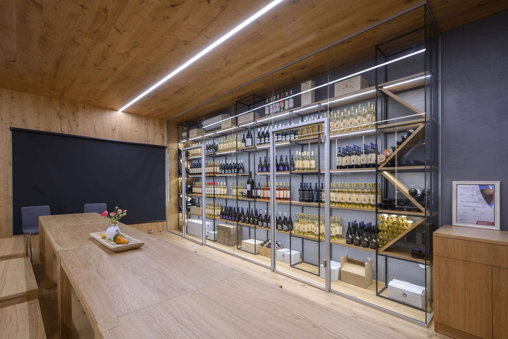 Keď sa presklené priečky MICRA snúbi s dobrým vínom